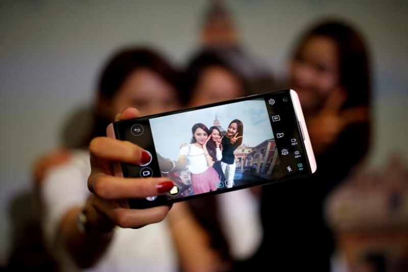Looking to buy the best selfie smartphone? Have a look at these
